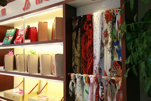 山水丝绸蚕丝被店铺形象展示