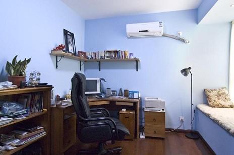 淡蓝色欧式客厅图