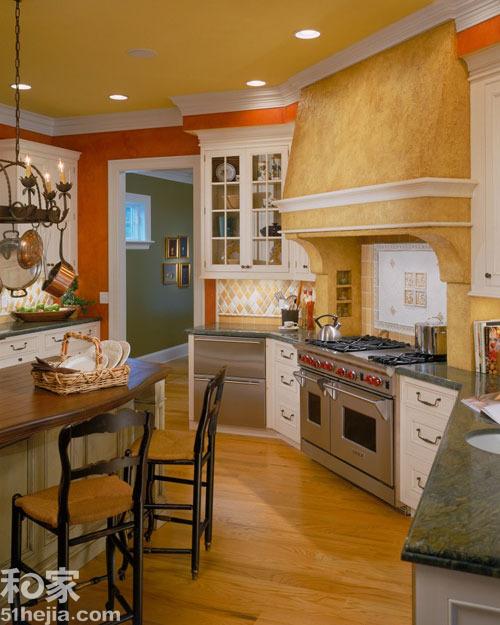 这套别墅的厨房也尽显了美式乡村风特点