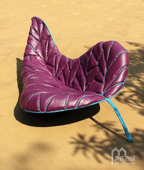 这款沙发外观如缓缓飘落的树叶,全手工制作,沙发制作完全按照树叶的