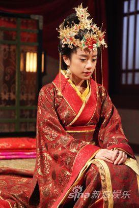 牡丹剧照_《凤凰牡丹》今晚首播 李泰兰搭档谭耀文