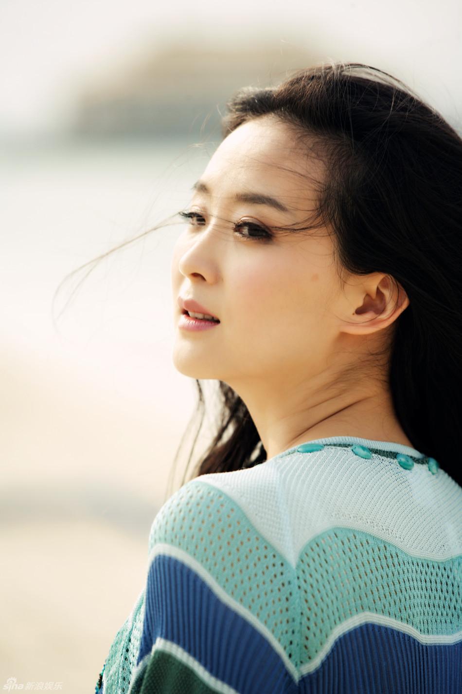 王艳海边唯美靓照 清新不输少女图片