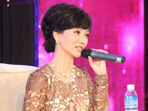 赵雅芝出席女性成功论坛并发言