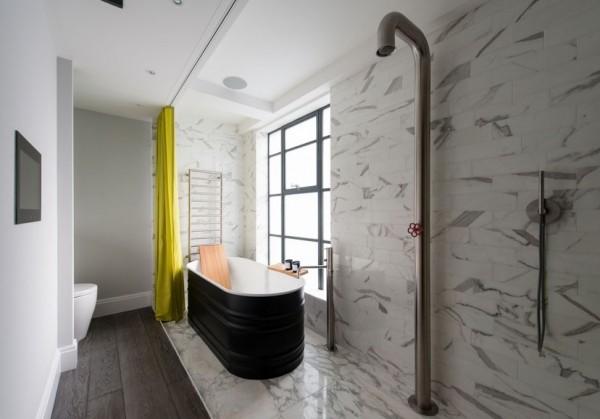 水泥墙面与木头隔间混搭、灰黑色系的木地板、皮沙发、一点点铁件,类似轻工业风的室内摆设具备舒适与个性的混搭。来自伦敦的房产公司TheModernHouse最新这间双层公寓应该能带给你许多细节上的灵感,特别是卧室以双层布帘隔间,保持透光性及相当的隐密性;浴室更是有个性,一体成型的钢管莲蓬头,简直帅到没话说。