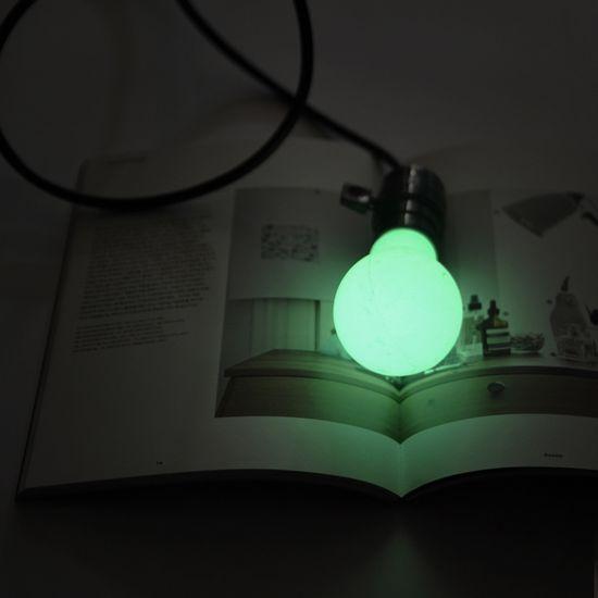 由硅与增值发光颜料构建而成,有一个坚实的,典型的灯泡形模具,可以用