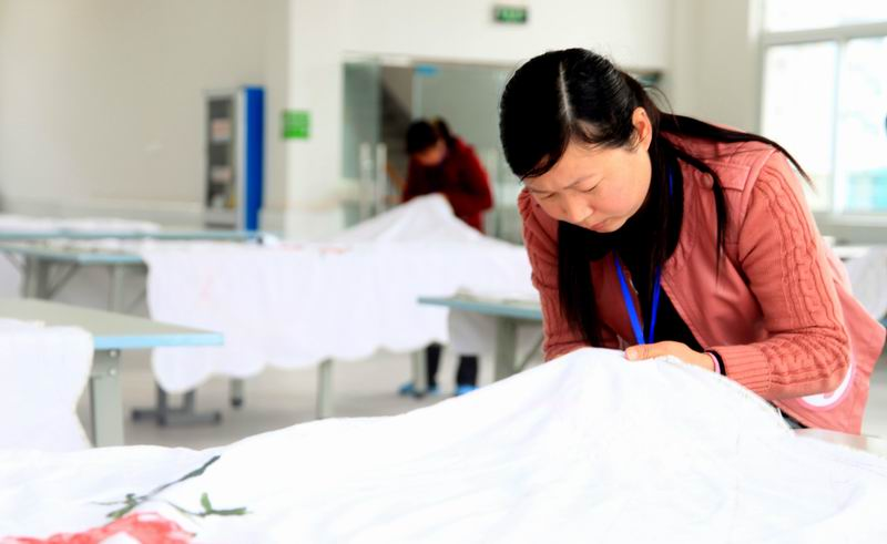 岳西/4月20日,岳西县首届家纺手工工艺大师比赛隆重举行。