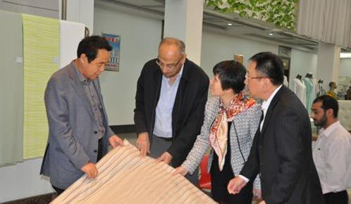 杨兆华陪同巴萨尔等考察滨州家纺企业