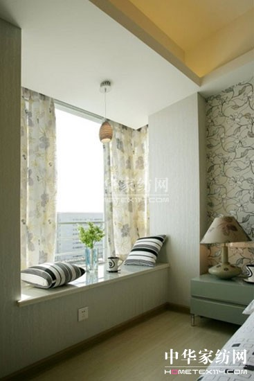 消费者 > 飘窗怎么装窗帘效果才好看     缺点:只能安装半长窗帘,窗帘