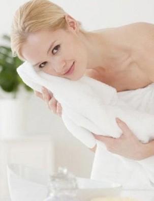 美浴生活:毛巾热敷赶走颈椎病4个好习惯护好颈部