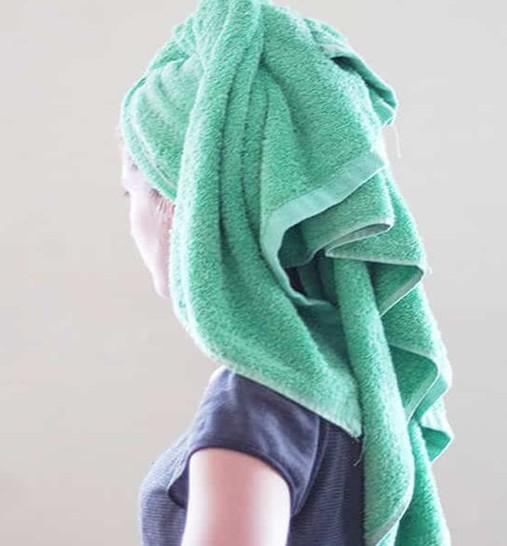 美浴生活:教程――洗澡后如何用浴巾包住头发