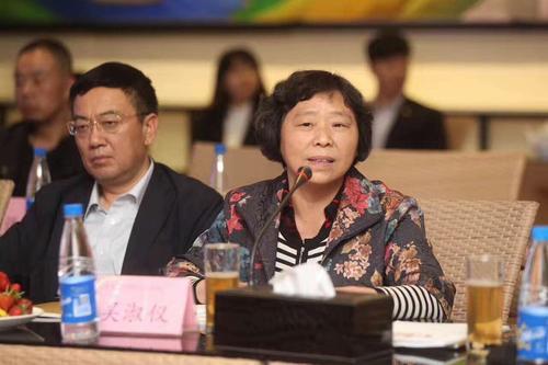 上海家纺协会携手锦荣轻纺城齐聚郑州举行纺织行业研讨会