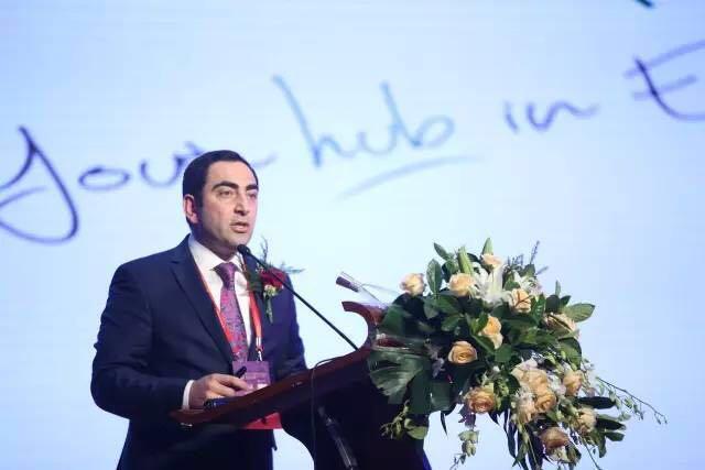 """铺就创新、绿色、可持续发展的新丝路!2017""""一带一路""""纺织服装产业发展论坛在乌鲁木齐召开"""