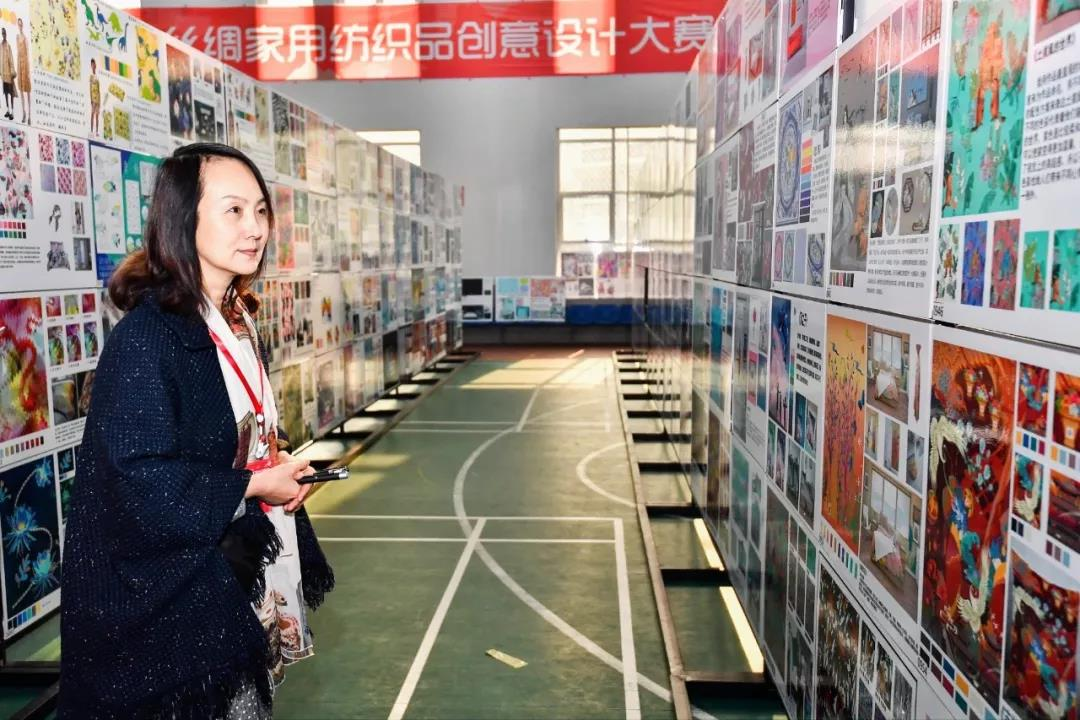 """创意设计赋能丝绸产业,""""震泽丝绸杯""""第四届中国丝绸家用纺织品创意设计大赛评审活动在震泽举行"""